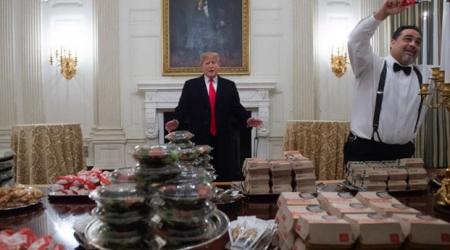 TT Trump mời khách đồ ăn nhanh vì chính phủ đóng cửa